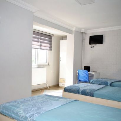 Staying at a dormitory or staying at home?